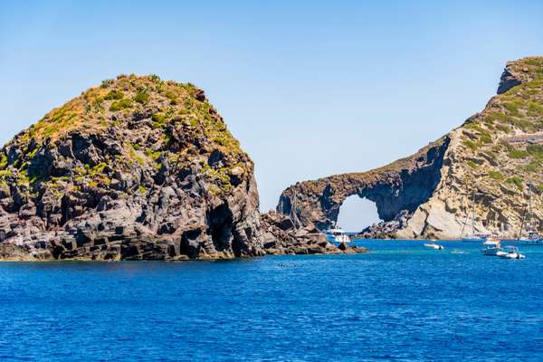 Baia di Pollara isola di Salina