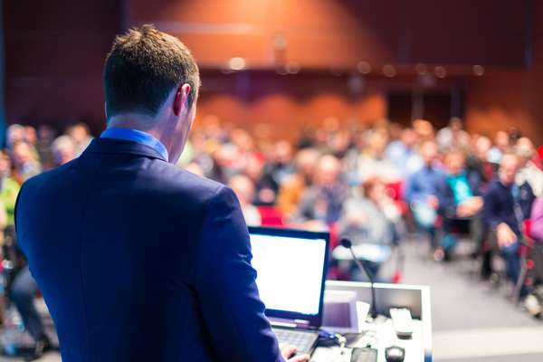 Speaker a un convegno