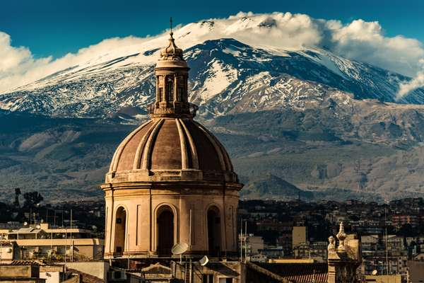 Catania vulcano sullo sfondo